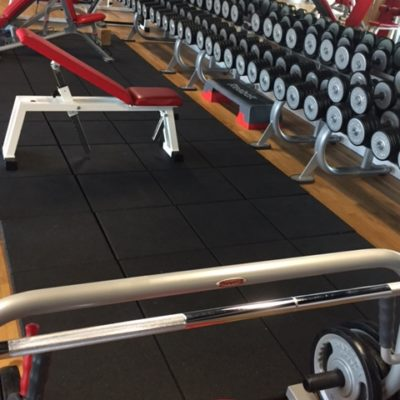 elastischer-gummiboden-fitnessboden-crossfit-elegant-antishock-fliese-platte-fitness-geraetebereich-freihantelbereich-15