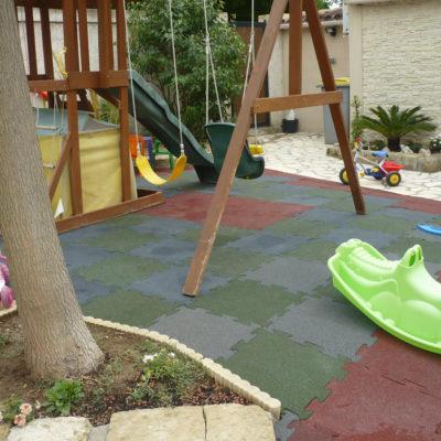 elastischer-gummiboden-fitnessboden-elastik-gummigranulat-fliese-platte-fitness-fallschutz-outdoor-spielplatz-1