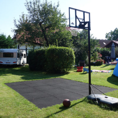 elastischer-gummiboden-fitnessboden-elastik-gummigranulat-fliese-platte-fitness-fallschutz-outdoor-sport-basketball-1