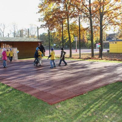 elastischer-gummiboden-fitnessboden-elastik-gummigranulat-fliese-platte-fitness-fallschutz-outdoor-sport-fussball