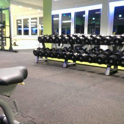 elastischer-gummiboden-fitnessboden-elastik-gummigranulat-fliese-platte-fitness-gerätebereich-freihantelbereich-4