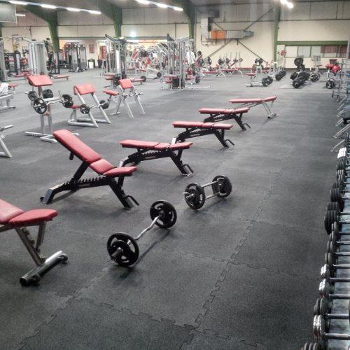 elastischer-gummiboden-fitnessboden-elastik-gummigranulat-fliese-platte-fitness-gerätebereich-freihantelbereich-8