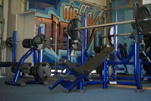 elastischer-gummiboden-fitnessboden-elastik-gummigranulat-fliese-platte-fitness-gerätebereich-freihantelbereich-antishock