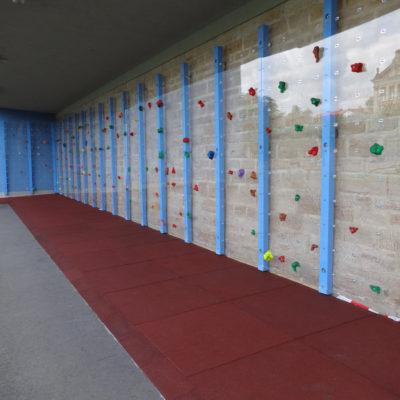 elastischer-gummiboden-fitnessboden-safe-nf-gummigranulat-fliese-platte-fitness-fallschutz-outdoor-klettern