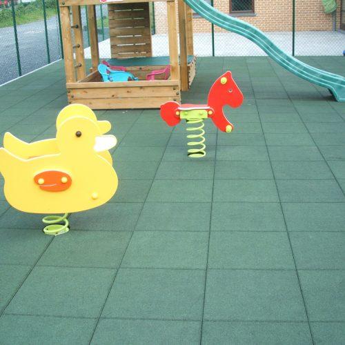 elastischer-gummiboden-fitnessboden-safe-nf-gummigranulat-fliese-platte-fitness-fallschutz-outdoor-spielplatz-2