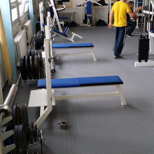 fitnessboden-jp-active-pvc-fliese-platte-geräte-kraftraum-freihantel-kurzhantel-gewichte-aerobic-trx-cardio-funktionale-zone-sport-fitness-fitnessstudio-5