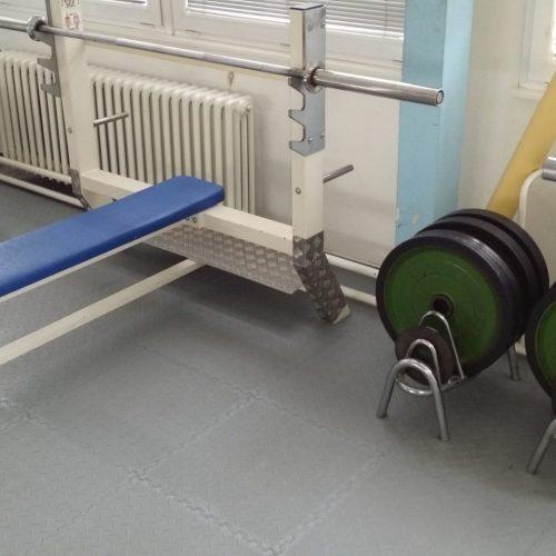 fitnessboden-jp-active-pvc-fliese-platte-geräte-kraftraum-freihantel-kurzhantel-gewichte-aerobic-trx-cardio-funktionale-zone-sport-fitness-fitnessstudio-6