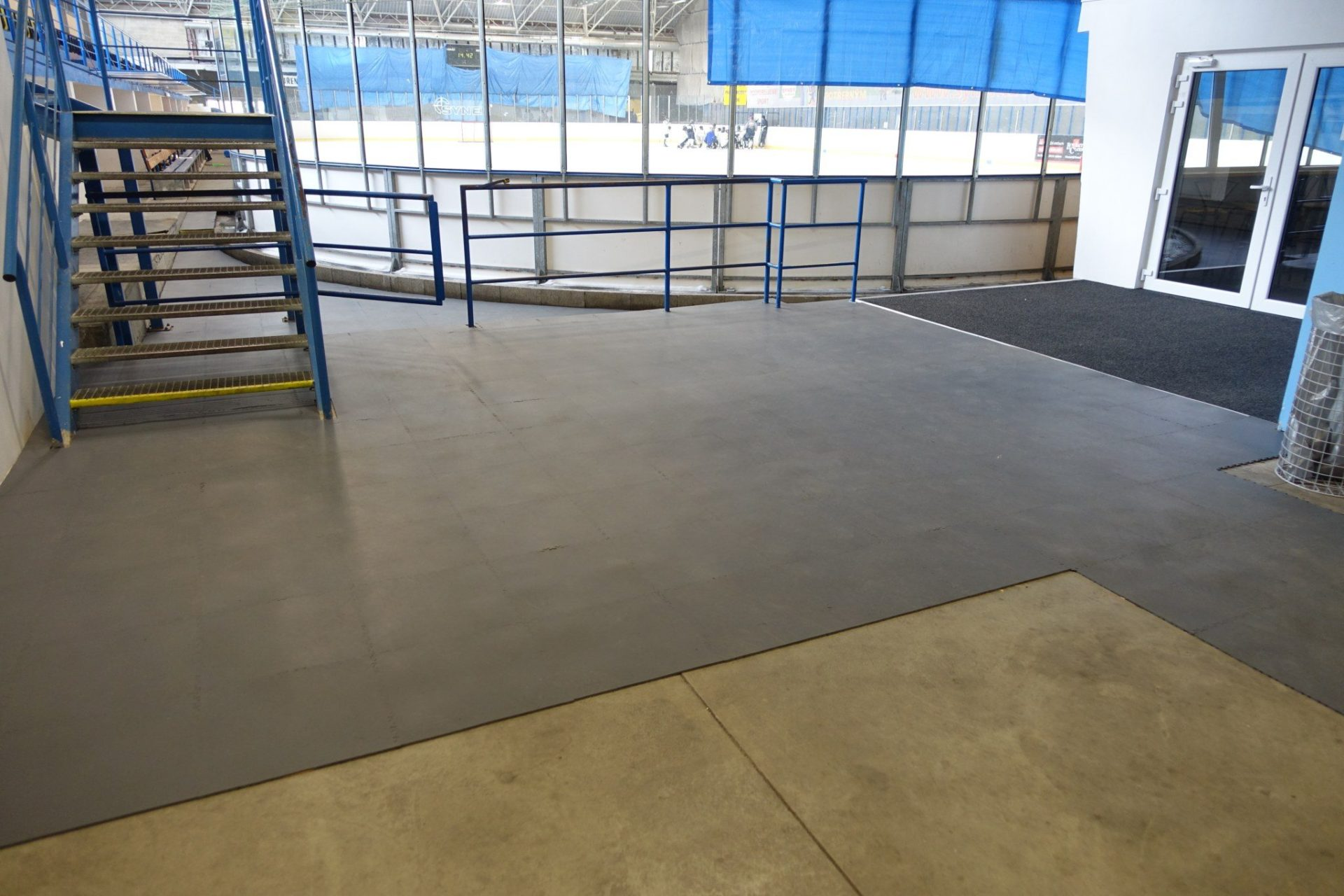 fitnessboden-jp-active-pvc-fliese-platte-geräte-kraftraum-freihantel-kurzhantel-gewichte-aerobic-trx-cardio-funktionale-zone-sport-fitness-fitnessstudio-7