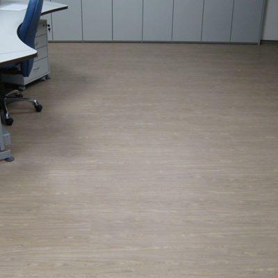 industrieboden-gewerbeboden-contract-planke-holzlook-pvc-planke-platte-büro-wohnen-11