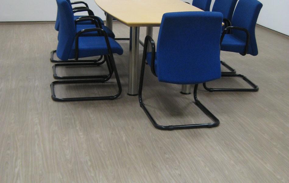 industrieboden-gewerbeboden-contract-planke-holzlook-pvc-planke-platte-büro-wohnen-14