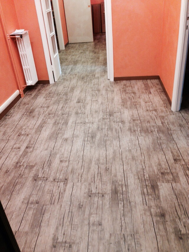 industrieboden-gewerbeboden-contract-planke-holzlook-pvc-planke-platte-büro-wohnen-2