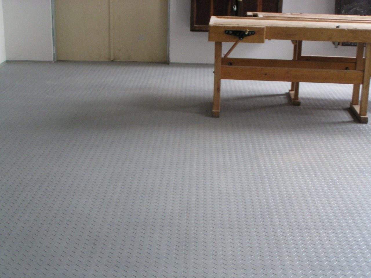 office tile flooring. A Good Design For The Commercial Floorings Should Rather Be Conservative And Emphasize Small Features Only Sporadically. Large Patters In Office Spaces Tile Flooring