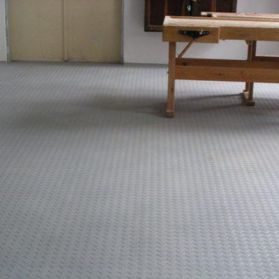 industrieboden-gewerbeboden-jp-mechanic-light-pvc-fliese-platte-geschäft-geschäftsraum-schule-1