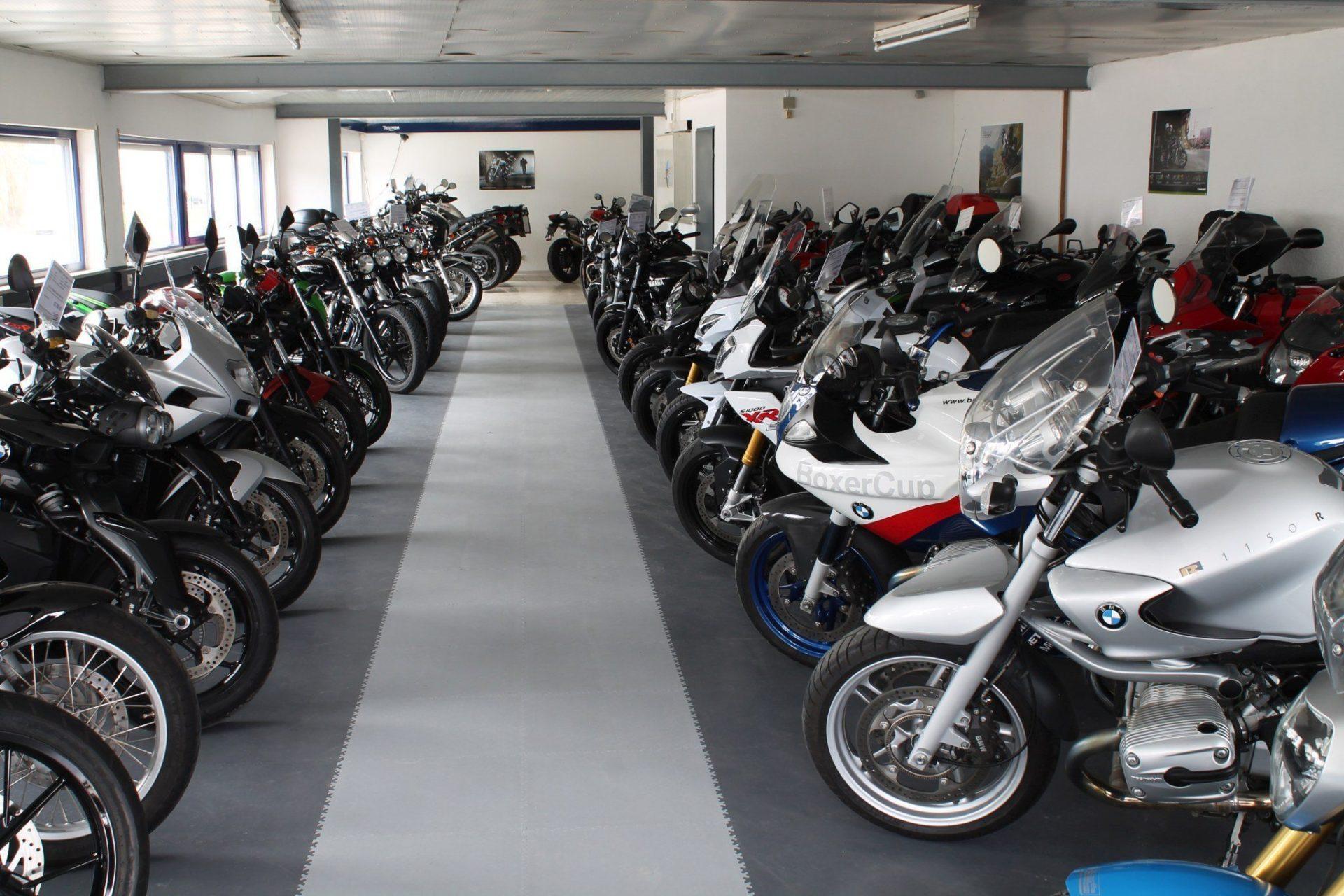 industrieboden-gewerbeboden-kfz-werkstatt-reifenservice-jp-mechanic-pvc-fliese-platte-garagen-autohändler-showroom-motorradshops