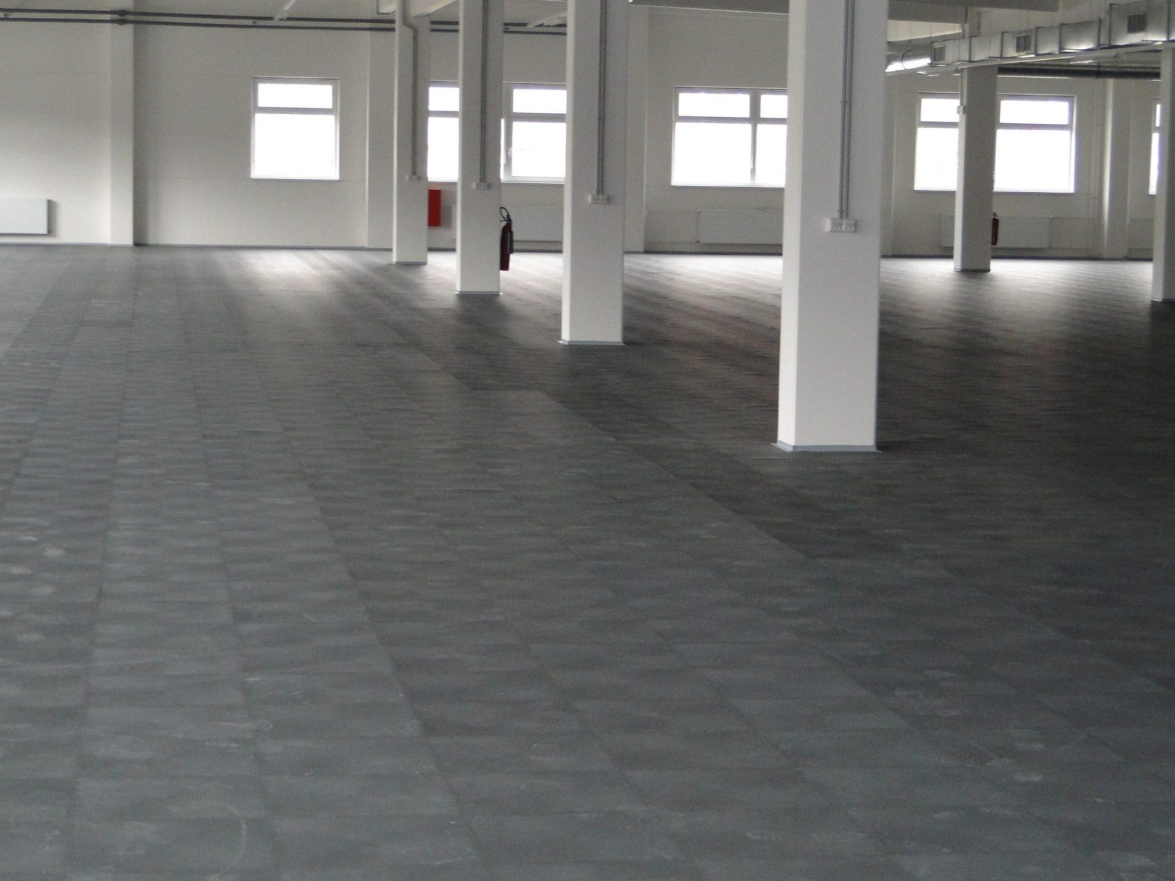industrieboden-gewerbeboden-werkstatt-jp-mechanic-pvc-fliese-platte-großlager-lager-industriehalle-produktion-fertigung-1