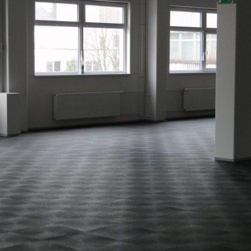 industrieboden-gewerbeboden-werkstatt-jp-mechanic-pvc-fliese-platte-großlager-lager-industriehalle-produktion-fertigung