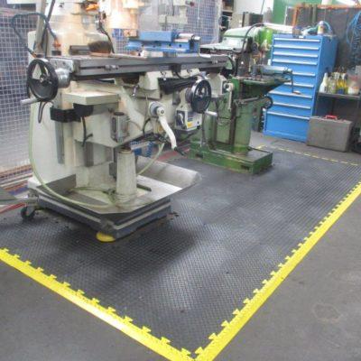 industrieboden-kfz-boden-werkstatt-drehbank-ultragrip-pvc-fliese-platte-produktion-2