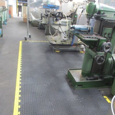 industrieboden-kfz-boden-werkstatt-drehbank-ultragrip-pvc-fliese-platte-produktion