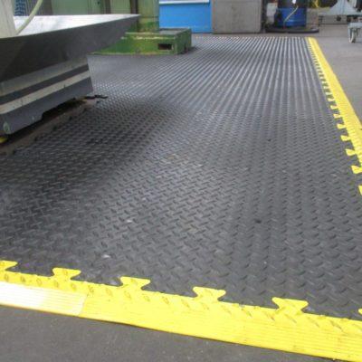 industrieboden-kfz-boden-werkstatt-drehbank-ultragrip-pvc-fliese-platte-produktion-5