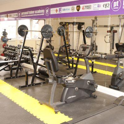 industrieboden-kfz-boden-werkstatt-showroom-standard-pvc-fliese-platte-fitness-5