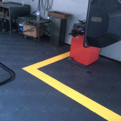 industrieboden-kfz-boden-werkstatt-showroom-standard-pvc-fliese-platte-garage-6