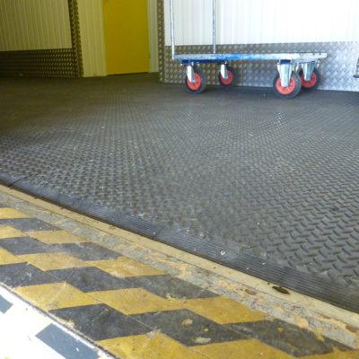 industrieboden-kfz-boden-werkstatt-showroom-standard-pvc-fliese-platte-lager-15