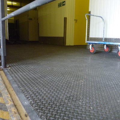 industrieboden-kfz-boden-werkstatt-showroom-standard-pvc-fliese-platte-lager-16