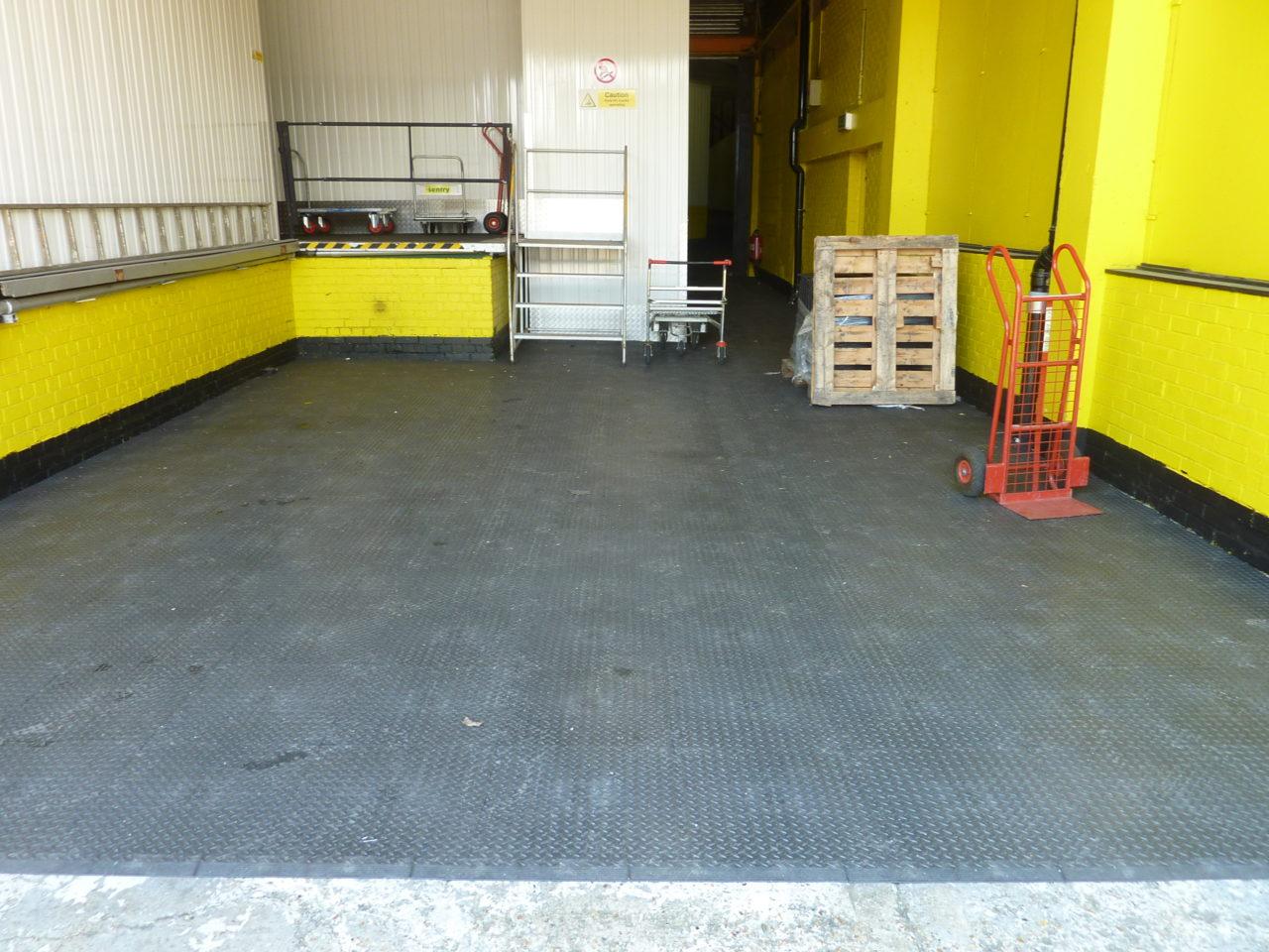 Hervorragend PVC Industrieboden & Industriefußboden fugenlos als JW84