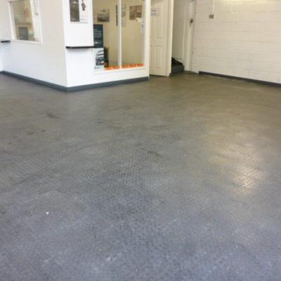 industrieboden-kfz-boden-werkstatt-showroom-standard-pvc-fliese-platte-produktion-12