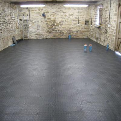 industrieboden-kfz-boden-werkstatt-showroom-standard-pvc-fliese-platte-produktion-7