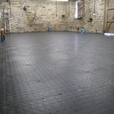 industrieboden-kfz-boden-werkstatt-showroom-standard-pvc-fliese-platte-produktion-8
