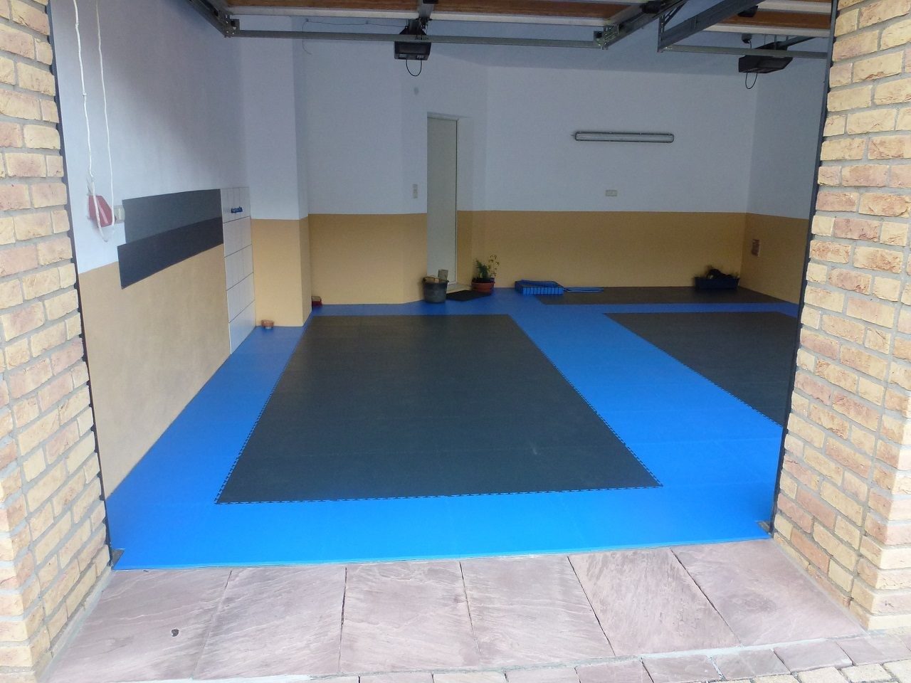 PVC garage floor with click system of tiles / PVC flooring for the ...