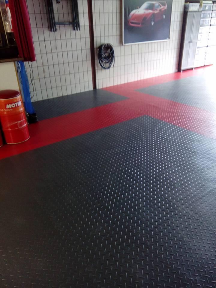 Werkstattboden & KFZ Boden aus PVC Fliesen & Platten