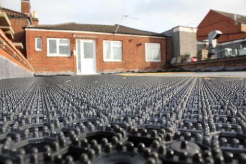 industrieboden-outdoorboden-universal-pvc-fliese-platte-rutschfest-schwimmbad-außenbereich
