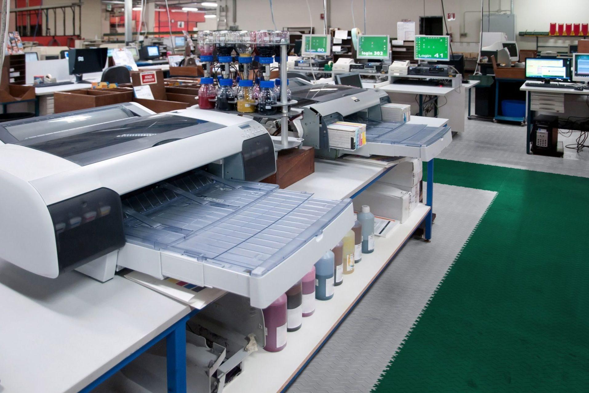 industrieboden-werkstatt-jp-mechanic-pvc-fliese-platte-produktion-fertigung-industriehalle-gabelstaplerbefahrbar-2