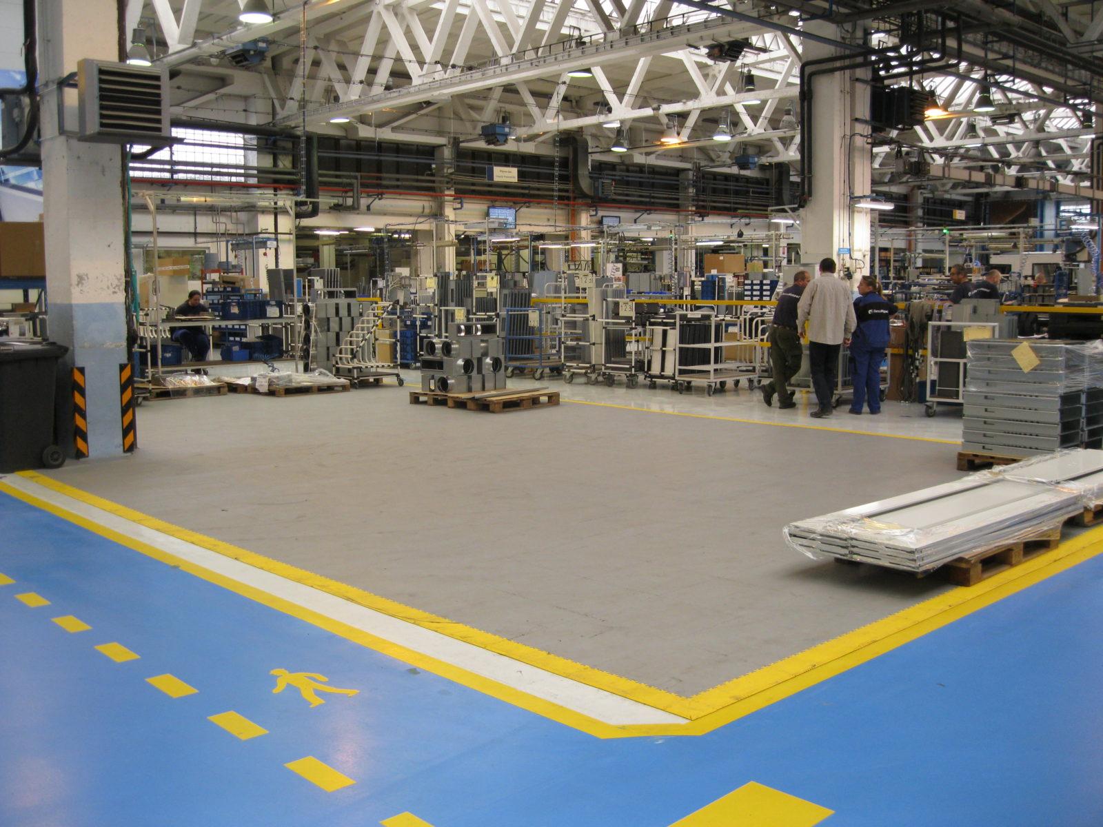 industrieboden-werkstatt-jp-mechanic-pvc-fliese-platte-produktion-fertigung-industriehalle-gabelstaplerbefahrbar-4