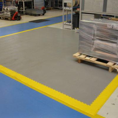 industrieboden-werkstatt-jp-mechanic-pvc-fliese-platte-produktion-fertigung-industriehalle-gabelstaplerbefahrbar-5